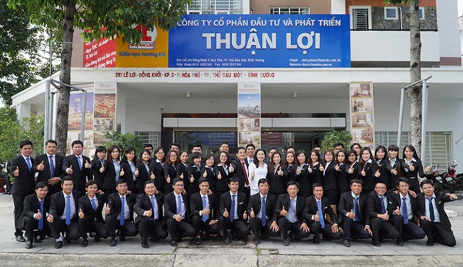 ban-lanh-dao-cty-thuan-loi_1511402688.jpg
